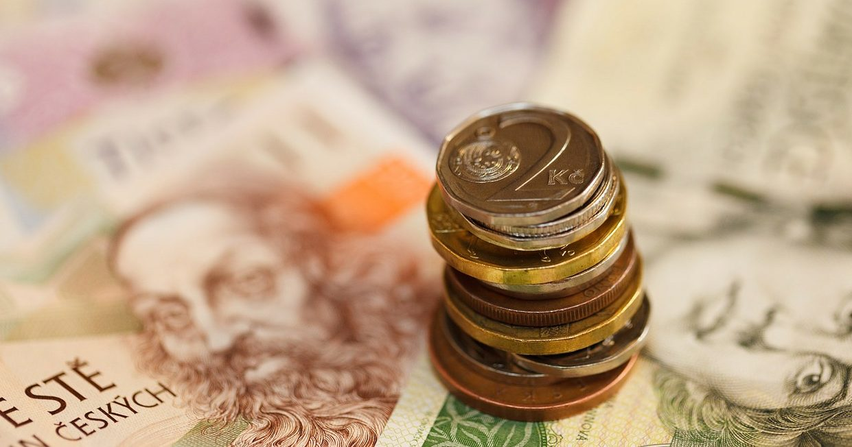 Hotovost na ústupu, platby kartou jsou v čele