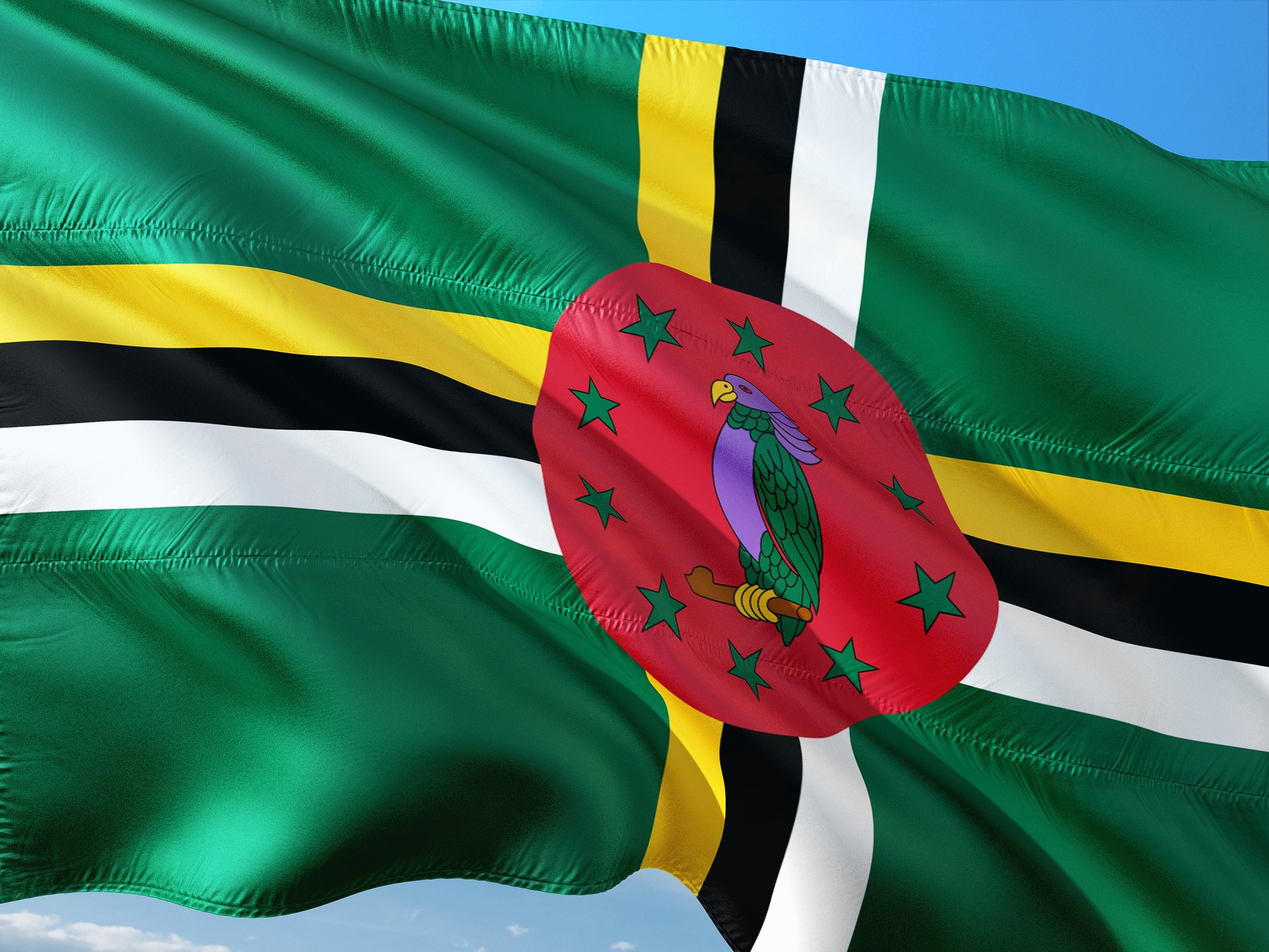 Dominika zavádí 30 % daň z příjmu offshorových společností