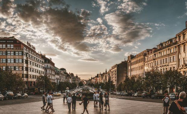 Dluh firem v česku klesá