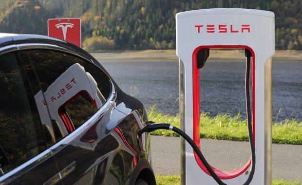 Akcie Tesla 2021